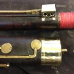 Nytillverkat skydd över D-klaff på orginalfagott från 1830. På bilden syns även nyteillverkad ring på nedre delen av stöveln.