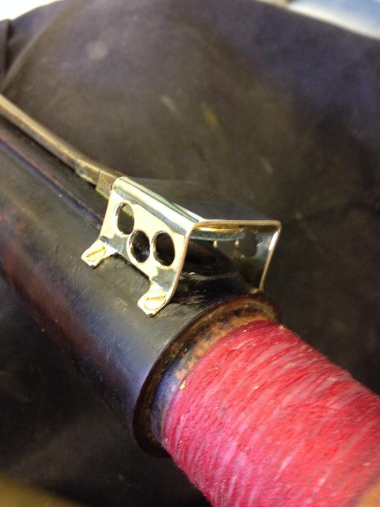 Nytillverkat skydd över D-klaff på orginalfagott från 1830.